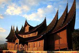 Rumah Adat Sumatera Barat Suku Minangkabau